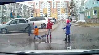 Świetne zachowanie dzieciaków na przejściu dla pieszych