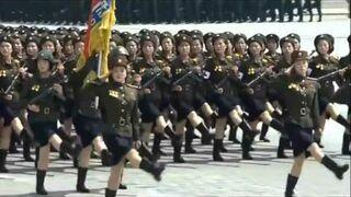 Bee Gees i północnokoreański marsz