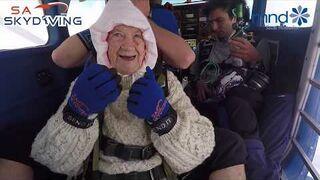 102-latka skoczyła ze spadochronem