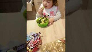To dziecko nie chce jeść słodyczy!