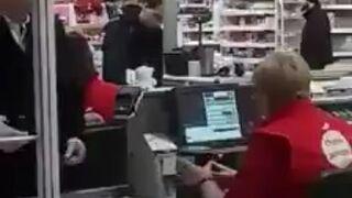 Andrzej Duda na zakupach w krakowskim supermarkecie