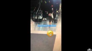 Ruchome schody wciągnęły mu buty