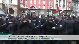 Policja użyła gazu pieprzowego, by stłumić protesty przed parlamentem