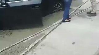 Kobieta ugrzęzła w betonowej wylewce na torowisku w Sosnowcu