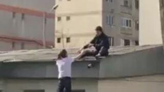 Chcieli wejść na dach