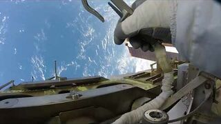 Widok ze spaceru kosmicznego z GoPro na Międzynarodowej Stacji Kosmicznej