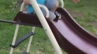 Dzieciak przestraszył się żabki