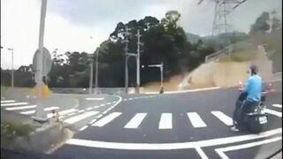 Niewiarygodny wypadek na skuterze