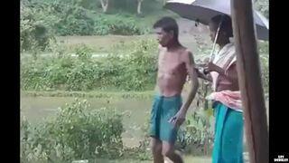 Żona odprowadza pijanego męża do domu