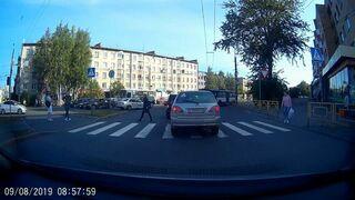 Kiedy samochód zatrzymuje się na przejściu dla pieszych
