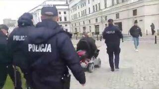Niepełnosprawny uciekł przed policją na wózku inwalidzkim