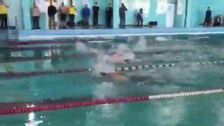 Zawody pływackie z piwem