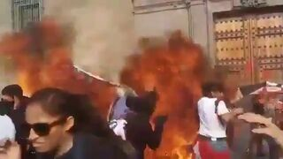 Feministki przypadkowo podpaliły się podczas protestu