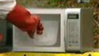 Braniacy - Ciekły azot w mikrofalówce