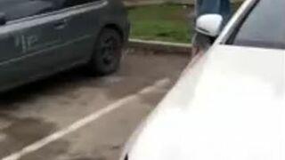 Odsuń się od mojego auta