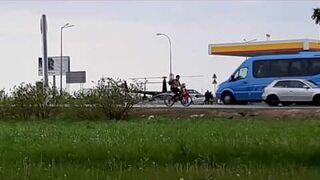 Helikopter zatankował na stacji benzynowej w Garwolinie