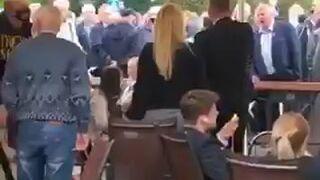 Andrzej Duda w Wieluniu. Podczas wiecu mężczyzna zaatakował protestującą mieszkankę
