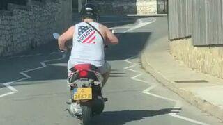 Motocyklista na skuterze
