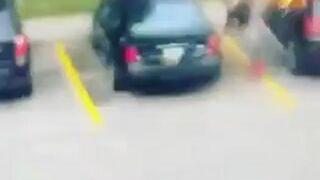 Kobieta podpala samochód i szybka karma