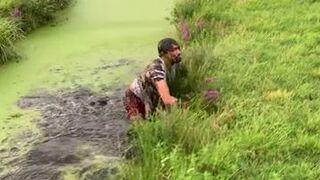 Skok przez rów z wodą