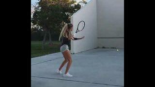 Mały pokaz tenisistki