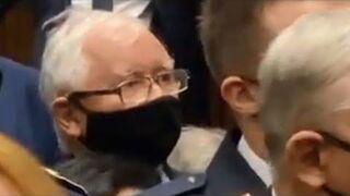 Sejm. Tak Kaczyński chował się za Strażą Marszałkowską. Wiadomo, co miał krzyczeć do opozycji