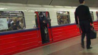 Maniak telewizyjny w metrze!!