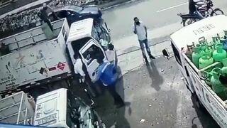 Bandzior z bronią dostał butlą z gazem
