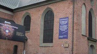 Niezwykły baner na ścianie jednego z kościołów w Gdańsku