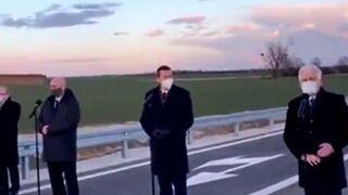 """Premier Morawiecki """"uciekł"""" przed rolnikami podczas otwarcia Wschodniej Obwodnicy Wrześni"""