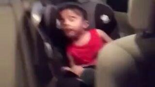 Dzieciak i jego ulubiona piosenka
