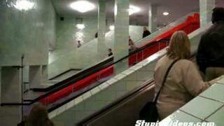 Zjeżdżalnia w Metrze