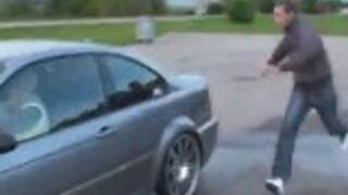 Babcia porywa samochód i driftuje