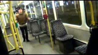 Śmieszny wypadek w tramwaju