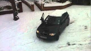 Zima, kobieta i parkowanie