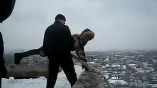 Zabawa w Rosji - Skoki z dachu bloku