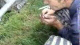 Odpalanie papierosa prądem