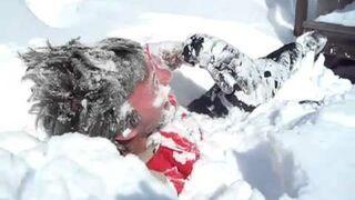 Zanurkował w śniegu
