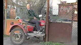 Efektowny wyjazd motocyklem
