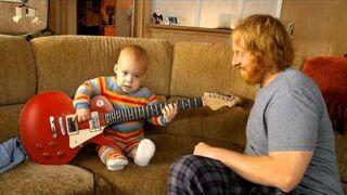 Niemowlak wymiata na gitarze!