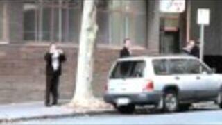 Facet rozwala samochód