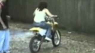 Laska na motocyklu