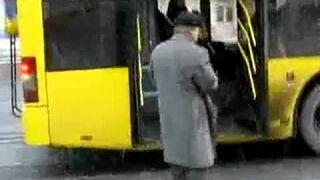 Rosja: Zatrzymywanie autobusu