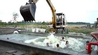 Węgierskie zabawy w basenie