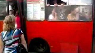 Autobus niskopodłogowy