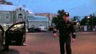Zmarnowany talent - Rosyjski policjant