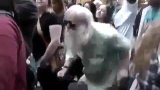 Dziadek tańczy jak młody Bóg!
