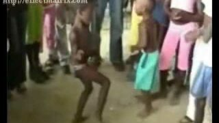 Africanos bailando electro
