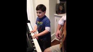 6-latek z autyzmem gra jak wirtuoz