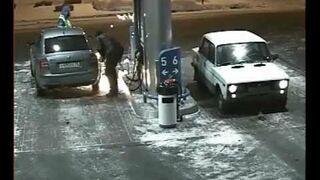 Pracownik stacji benzynowej  się zestresował
